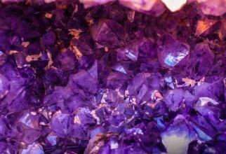 Cristalul potrivit pentru tine. GHID complet în funcţie de data şi ora naşterii