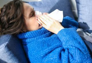 Lumea trebuie să se vaccineze atât împotriva Covid-19, cât și împotriva gripei, transmit specialiștii