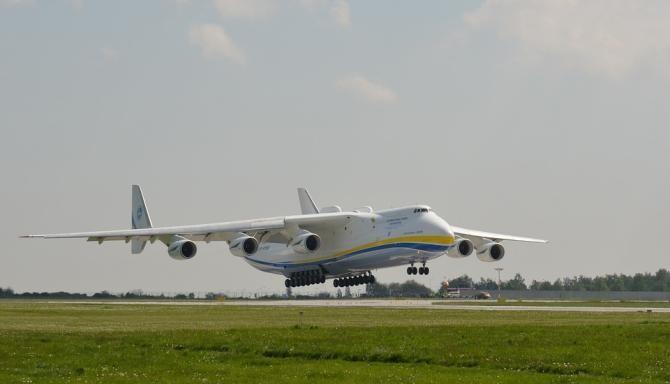 Cel mai mare avion cargo din lume, AN-225, va ateriza joi în România / Foto: Pixabay