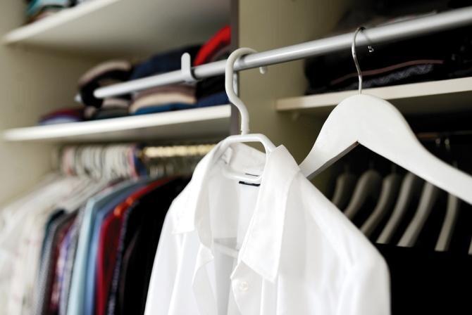 Un hoț căutat de polițiști s-a ascuns în dulap, cu o pătură pe cap. Credea că oamenii legii nu îl vor observa  / Foto: Pixabay