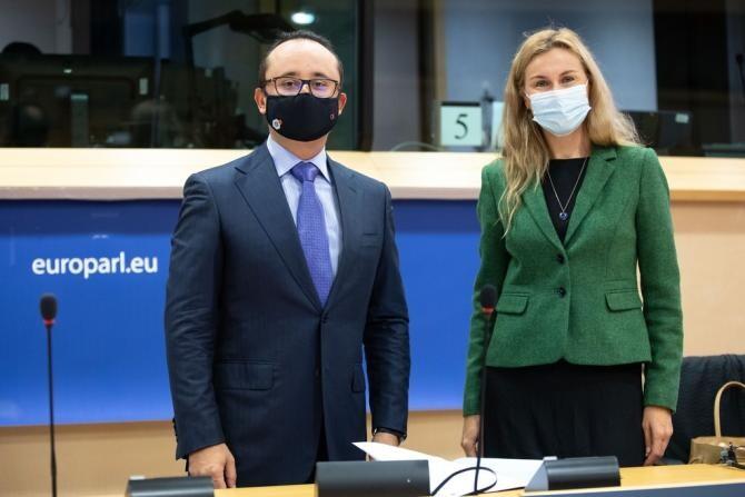 Cristian Bușoi, alături de comisarul pentru Energie, Kadri Simson