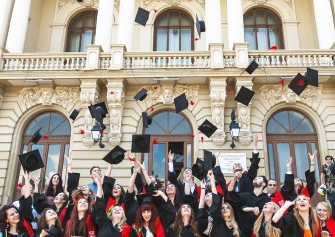 În universitate, doar cu certificatul verde digital. Solicitarea Consiliului Național al Rectorilor / Foto: facebook UAIC Iași