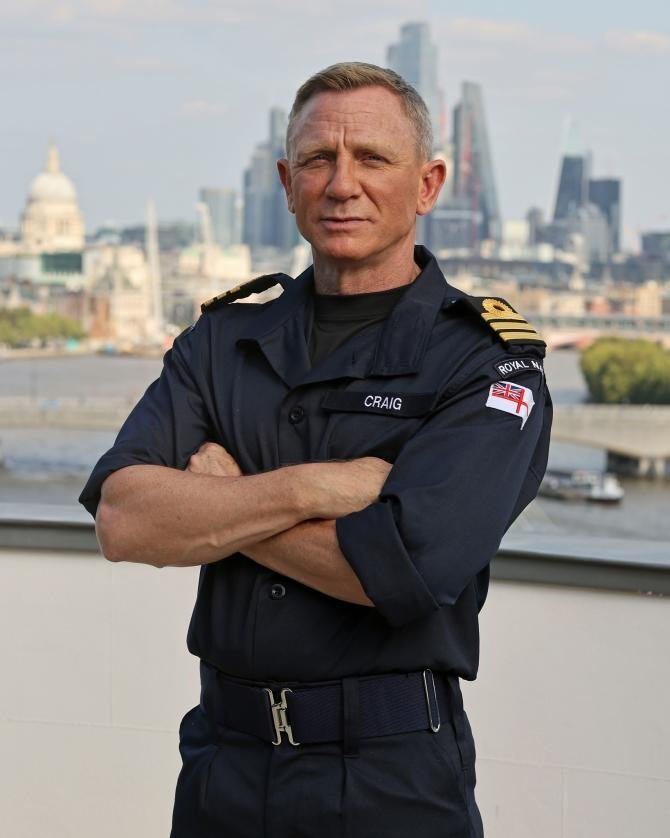 Facebook James Bond 007