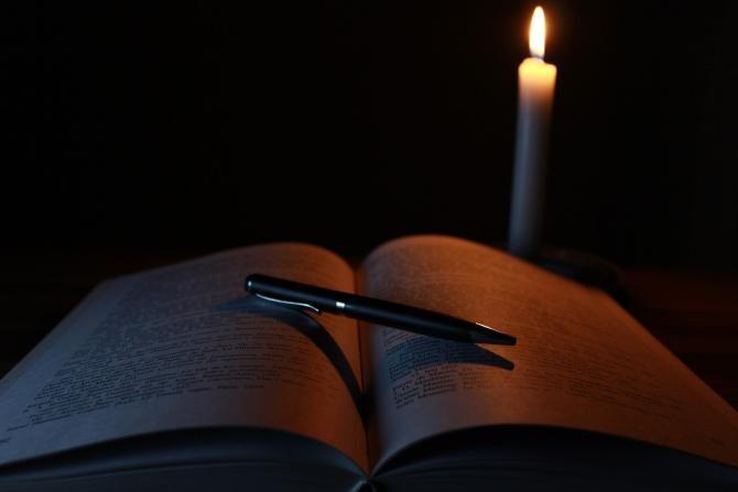DOLIU în România. A murit un mare scriitor / Foto: Pixabay