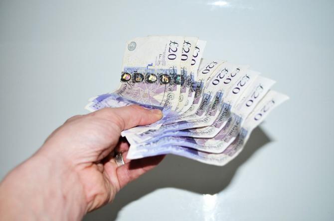 O femeie, înșelată cu 60.000 de lire sterline. Ce metodă au folosit escrocii / Foto: Pixabay