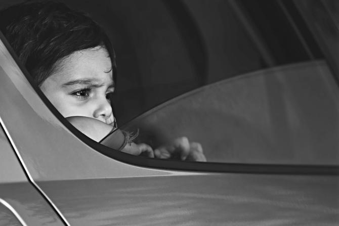 O fetiță care se afla cu tatăl său în mașină a sunat la poliție pentru al denunța că urcase băut la volan / Foto: Pixabay