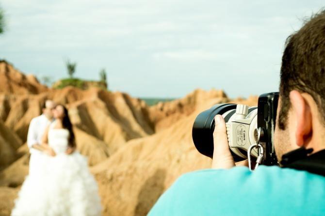 Răzbunarea unui fotograf FLĂMÂND. A șters TOATE pozele în fața mirelui pentru că NU l-au lăsat să mănânce la nuntă / Foto: Pixabay