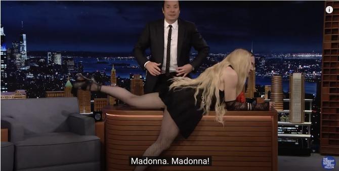 Madonna și-a arătat fundul în direct/captură video YouTube
