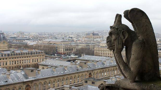 Alertă în Paris. Un pilot, suspectat că voia să prăbușească avionul pe catedrala Notre-Dame / Foto: Pixabay