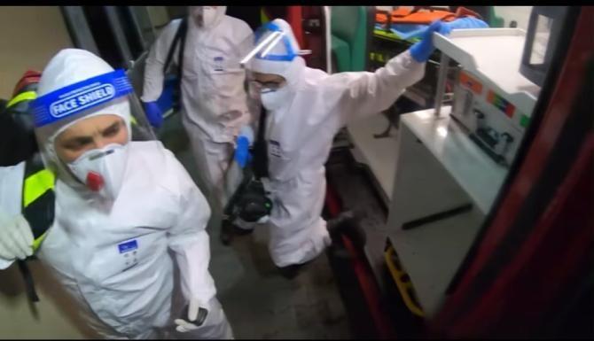 Un paramedic SMURD arată cum decurge o intereveție la un caz grav de  COVID-19. Imagini greu de privit / Foto: Captură video Youtube Paul Oarga