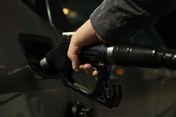 PREȚUL BENZINEI premium a explodat la 7 LEI pe litru la pompă, cu 40% mai mult decât în 2020