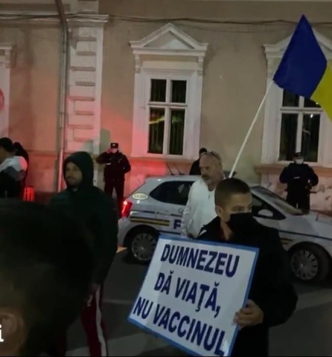 Protest anti-restricții în plin val 4 al pandemiei, în Suceava / Foto: Captură video News Bucovina