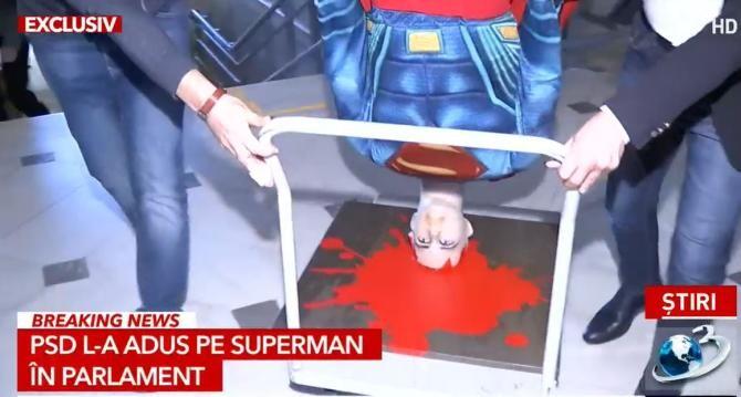 3. -imagine fara descriere- (superman_manechin_parlament_45908100.jpg)