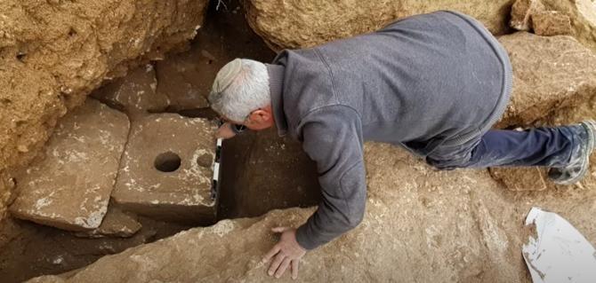 Toaletă de lux, veche de 2.700 de ani, descoperită în Ierusalim   /   Sursă foto: Captură YouTube